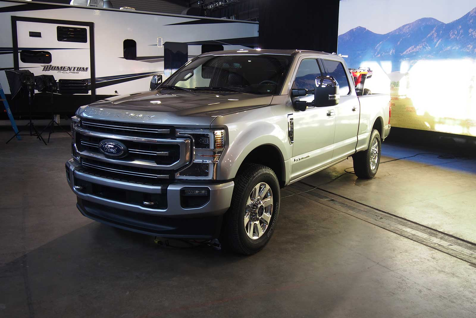 Brand-New Big-Block V8, 10-Speed Transmission Coming to 2020 Ford Super Duty Trucks » AutoGuide ...