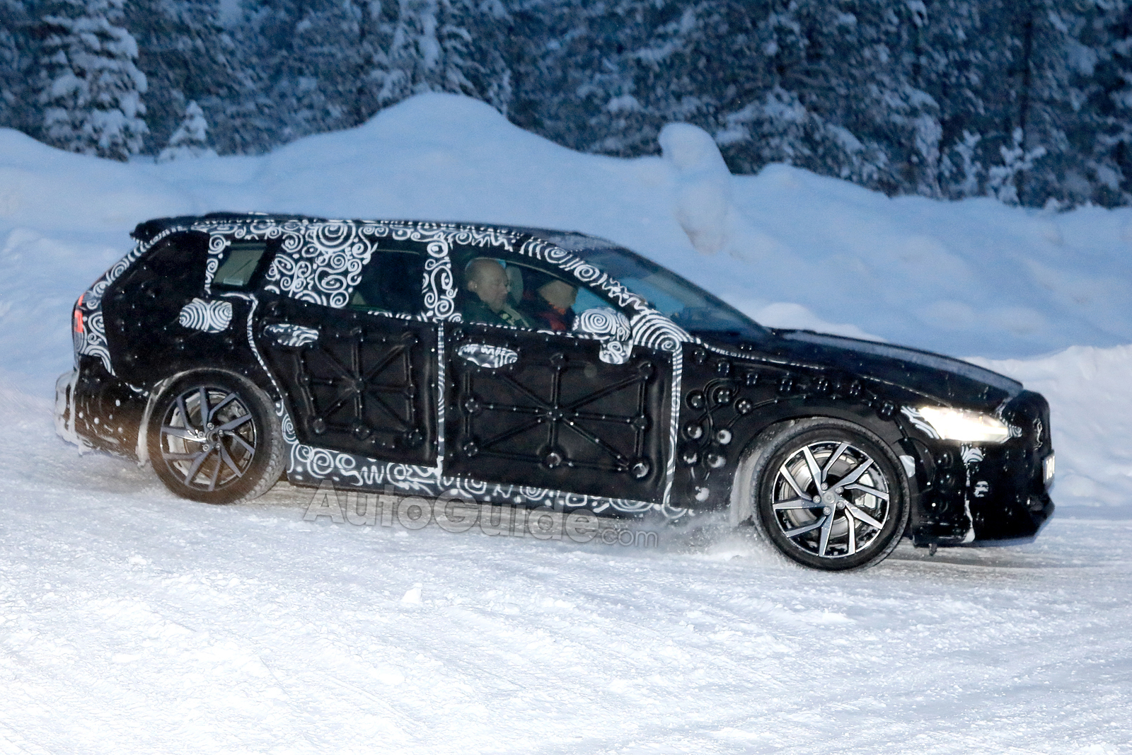 2020 Volvo V60 Spotted For The First Time In Sweden Autoguide Com News