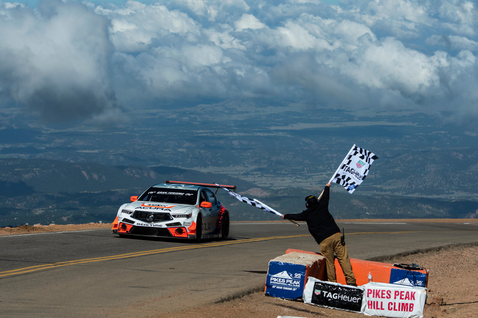 Acura Tlx Sets Record At 2017 Pikes Peak International Hill Climb