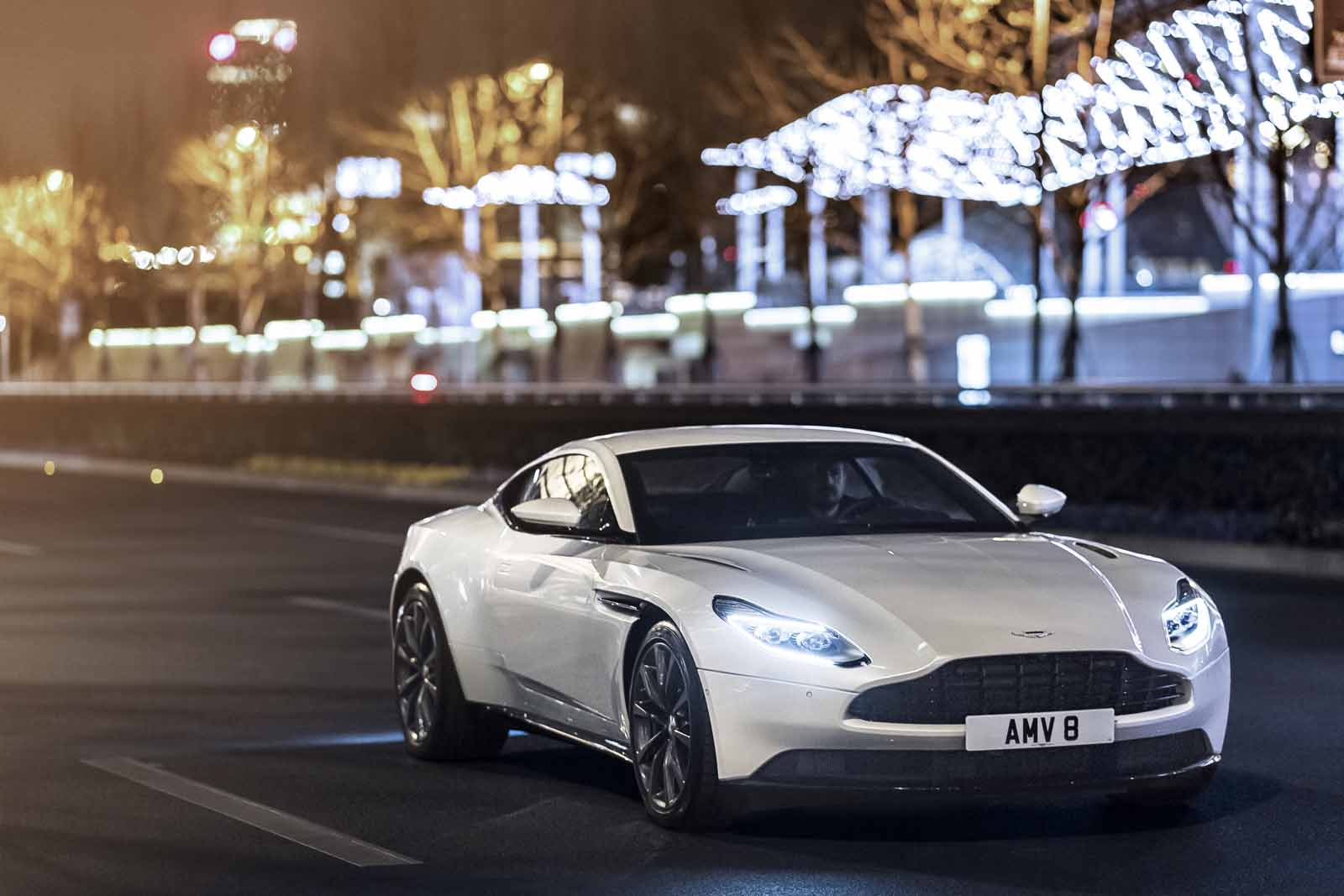10 Differences Between The Aston Martin Db11 V8 And V12 Autoguide