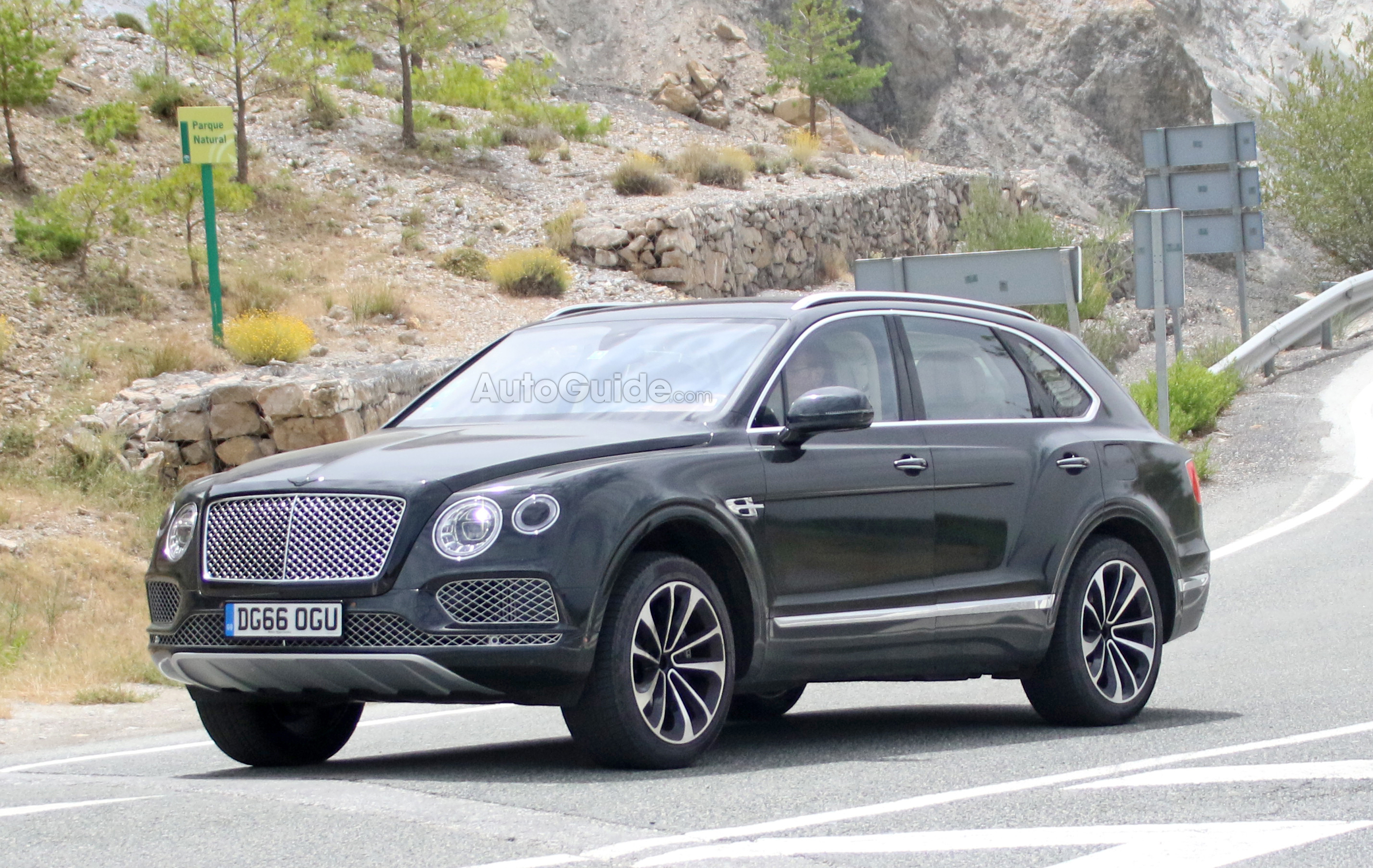 bentley bentayga plug in with zero emission drive mode coming in 2018 news. Black Bedroom Furniture Sets. Home Design Ideas