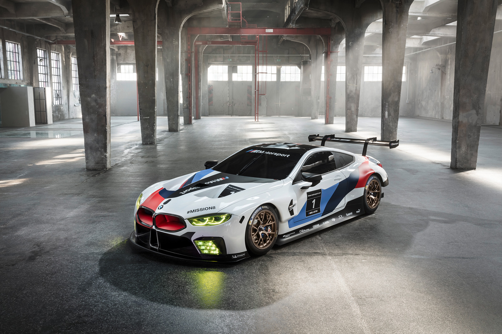 Bmw 39 S New Race Car Previews Upcoming 8 Series Coupe