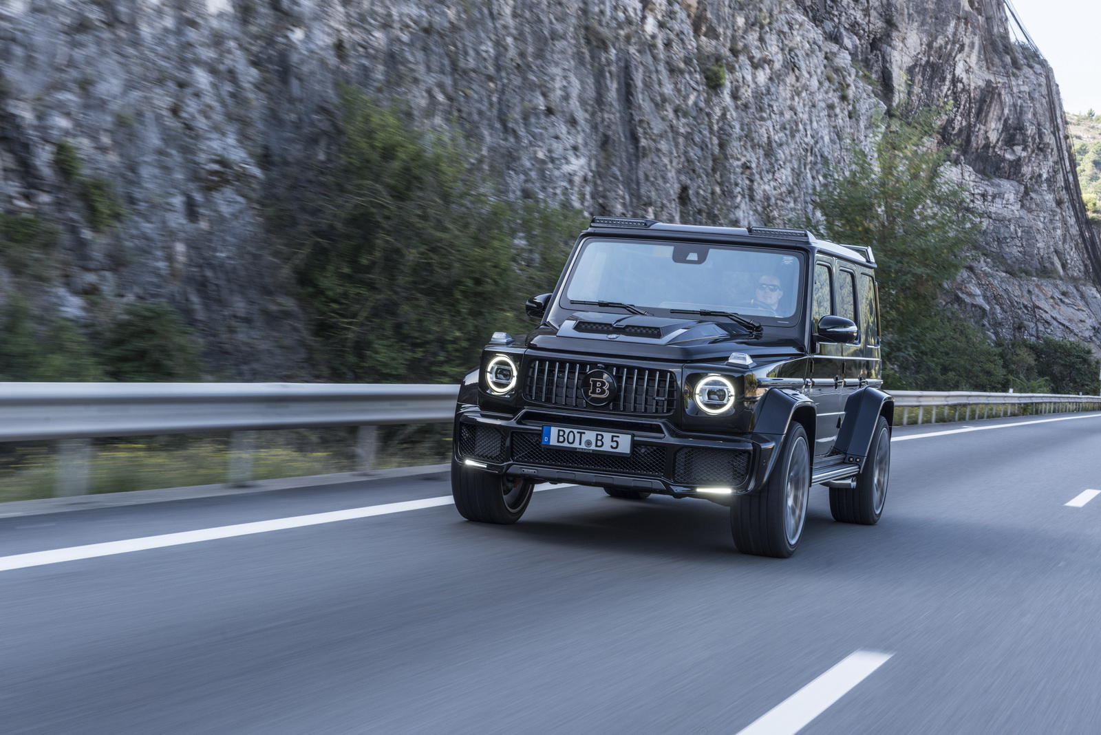 Meet The Brabus tuned G63 AMG - Brabus 700 Widestar - Img credit --Auto Guide