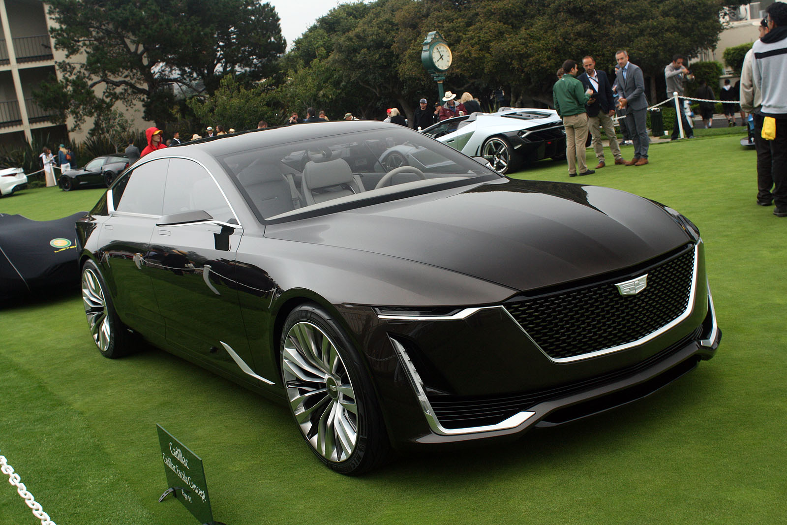 cadillac vs lincoln which american luxury brand will html autos weblog. Black Bedroom Furniture Sets. Home Design Ideas