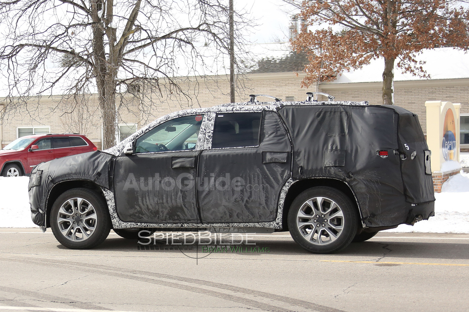 2018 Cadillac Xt7 Or 2017 Chevy Traverse Spied Testing For The First