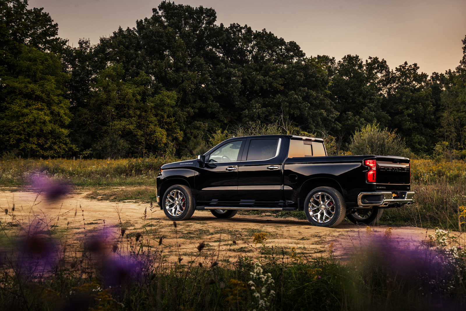 Chevrolet Silverado RST Off-Road and RST Sport Concepts Debut