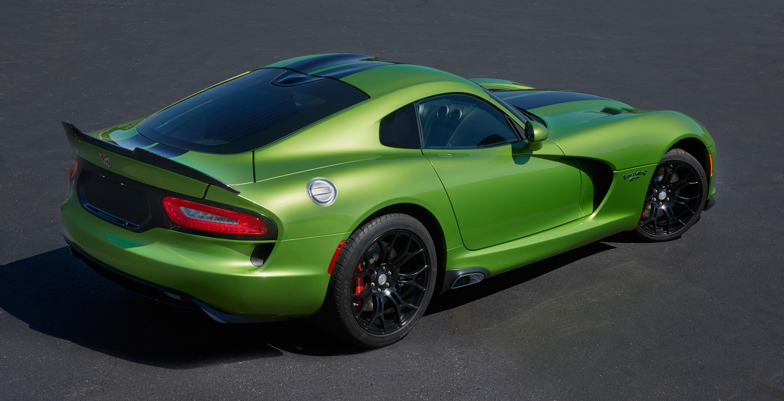2017 dodge viper snakeskin edition gtc was inspired by the original 2010 snakeskin acr with its