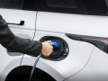 Land-Rover-Evoque-and-Discovery-sport-PHEV-16