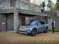Land-Rover-Evoque-and-Discovery-sport-PHEV-22