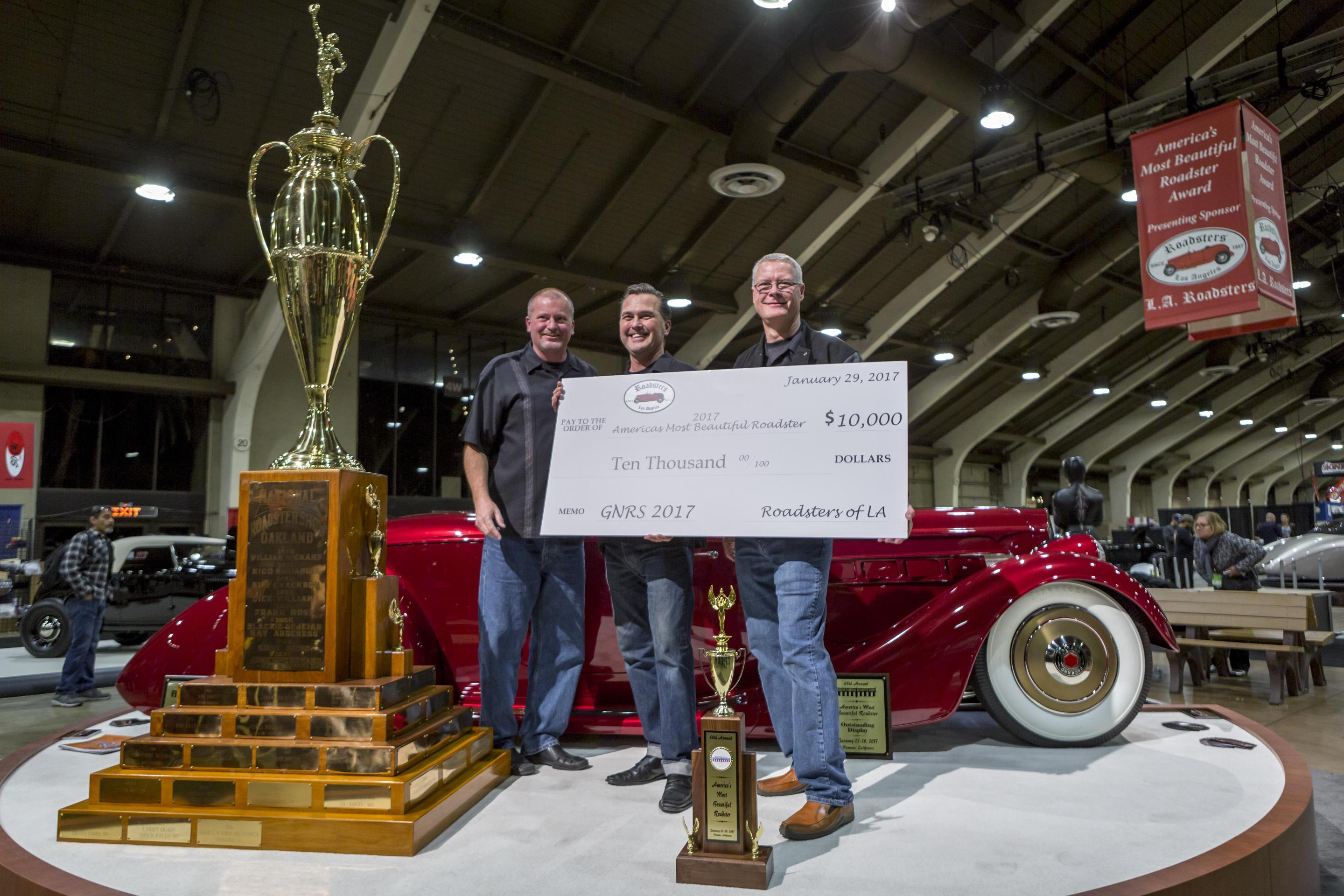 Over Vintage Cars Populate Largest Indoor Hot Rod Show - Indoor car show