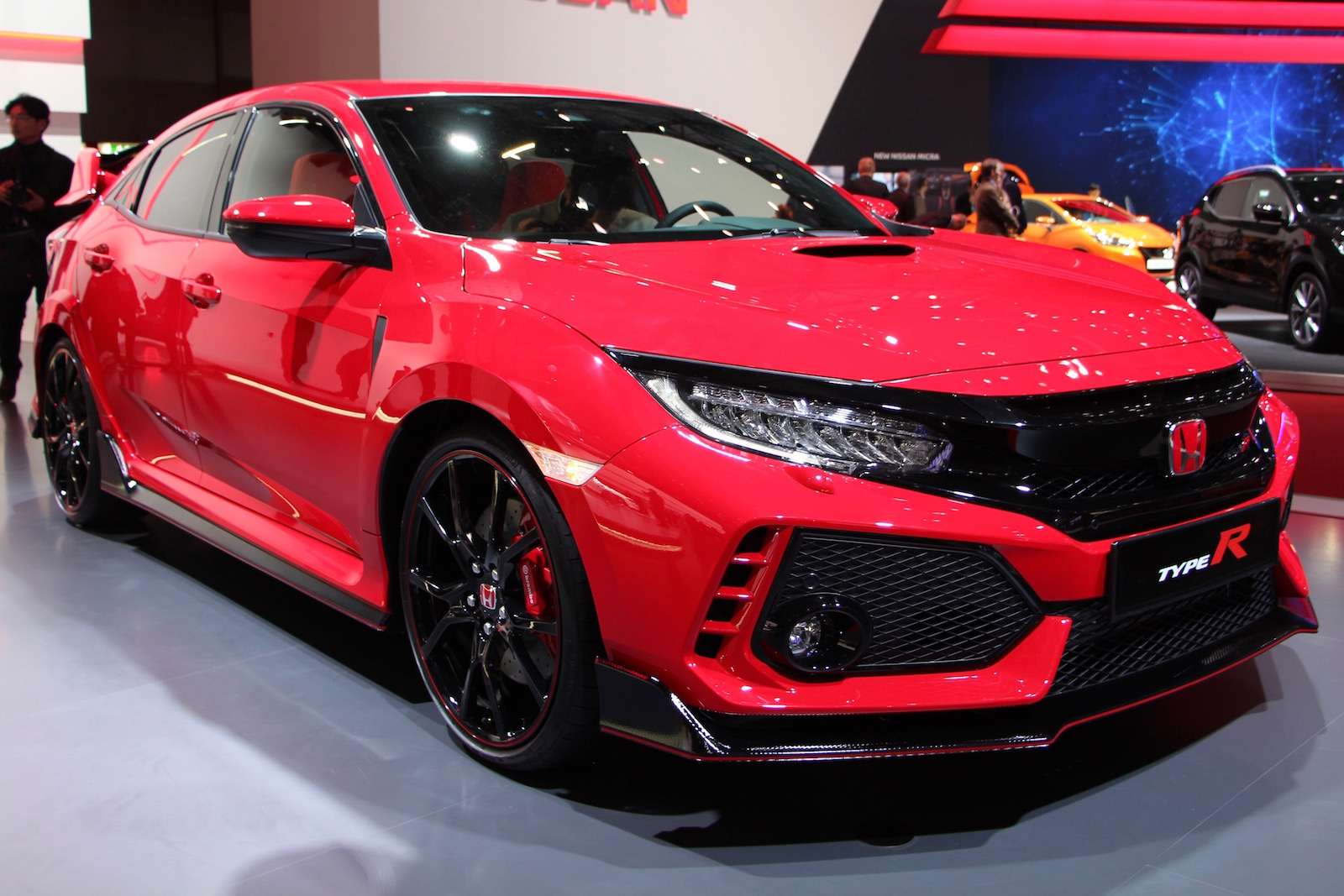 Production honda civic type r finally debuts with 306 hp for Buy honda civic type r