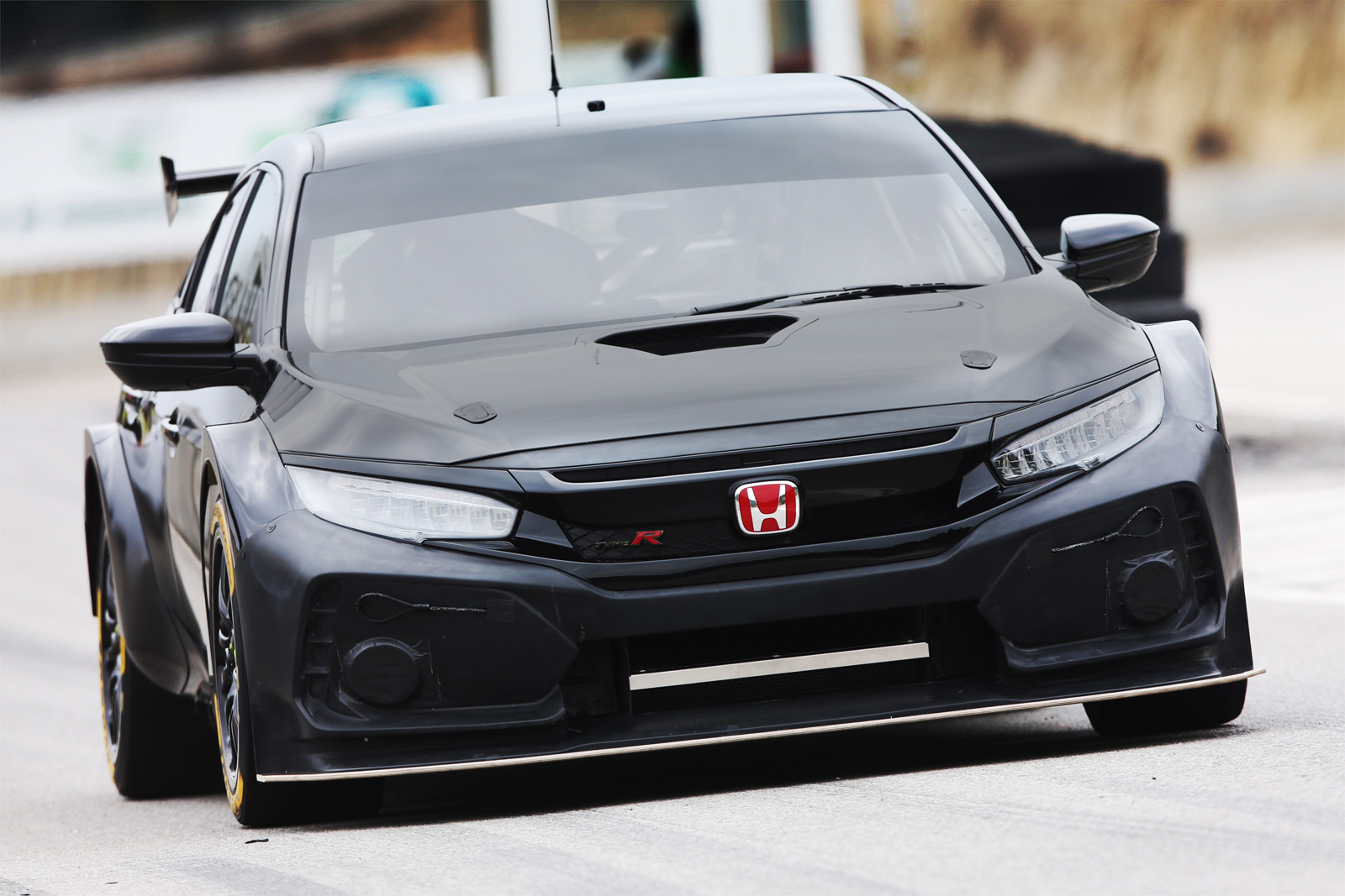 the honda civic type r makes for a mean looking race car. Black Bedroom Furniture Sets. Home Design Ideas