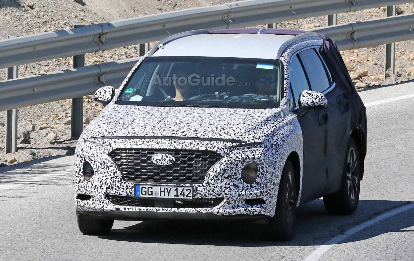 2019 Hyundai Santa Fe New Spy Shots And Redesign News >> New Hyundai Santa Fe Ditches Some Camo In Latest Spy Shots