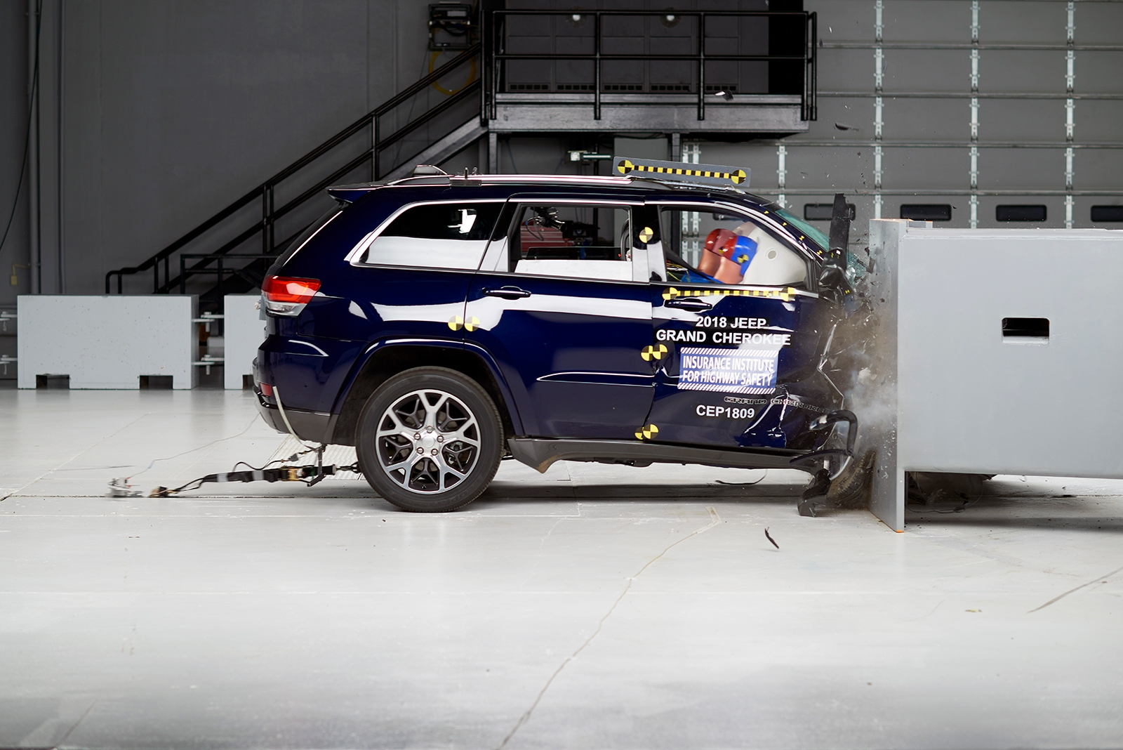 popular midsize suvs disappoint in new iihs passenger side. Black Bedroom Furniture Sets. Home Design Ideas