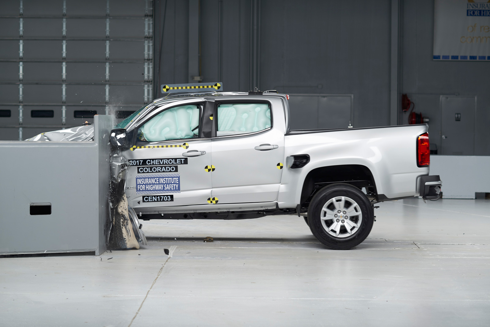small pickups disappoint in crash tests news. Black Bedroom Furniture Sets. Home Design Ideas