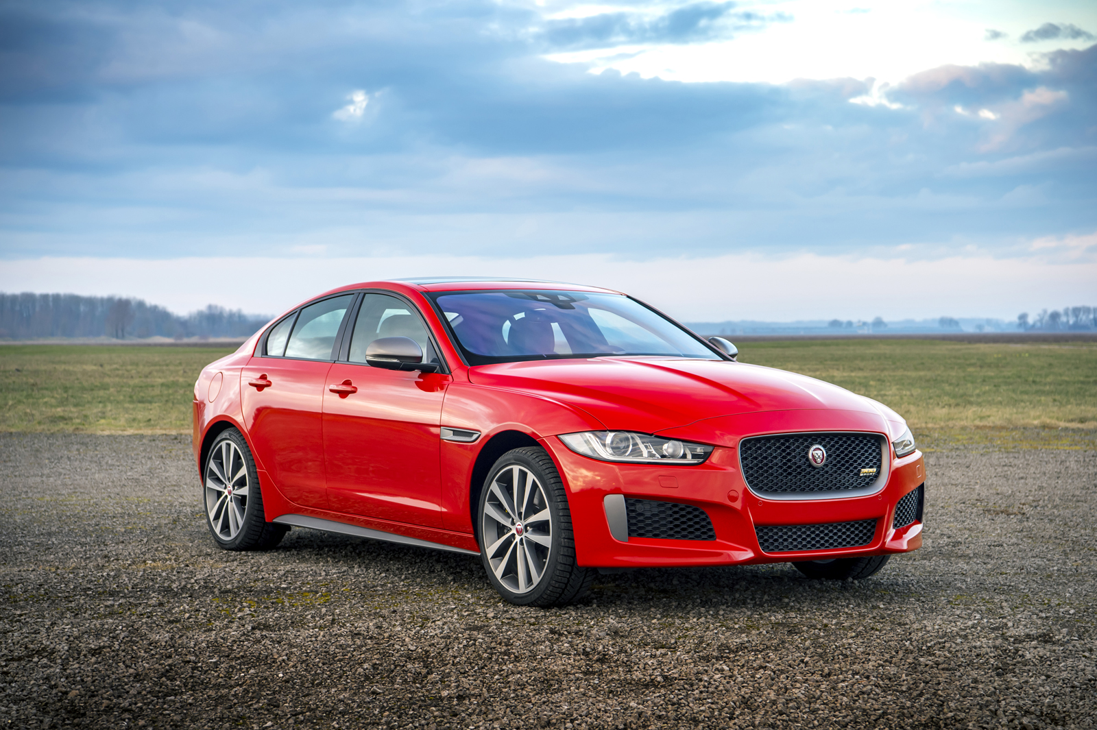 2019 Jaguar Xe 300 Sport Debuts With 295 Hp 187 Autoguide