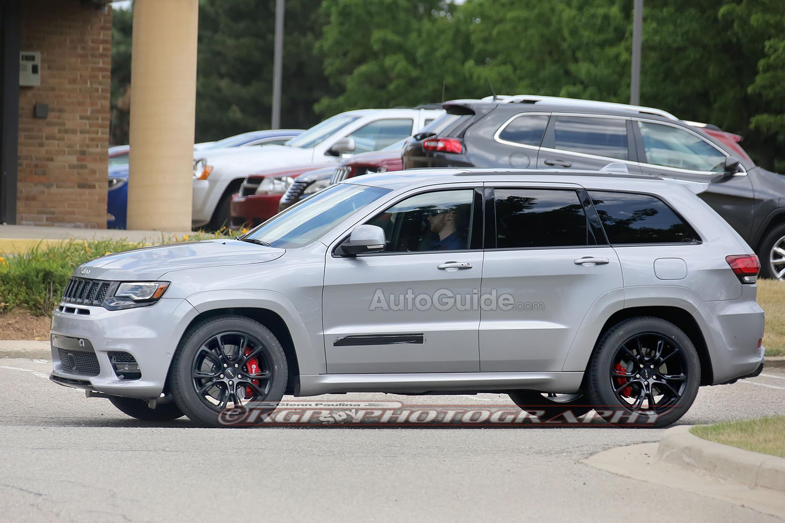 hellcat-powered jeep grand cherokee debuting april 2017