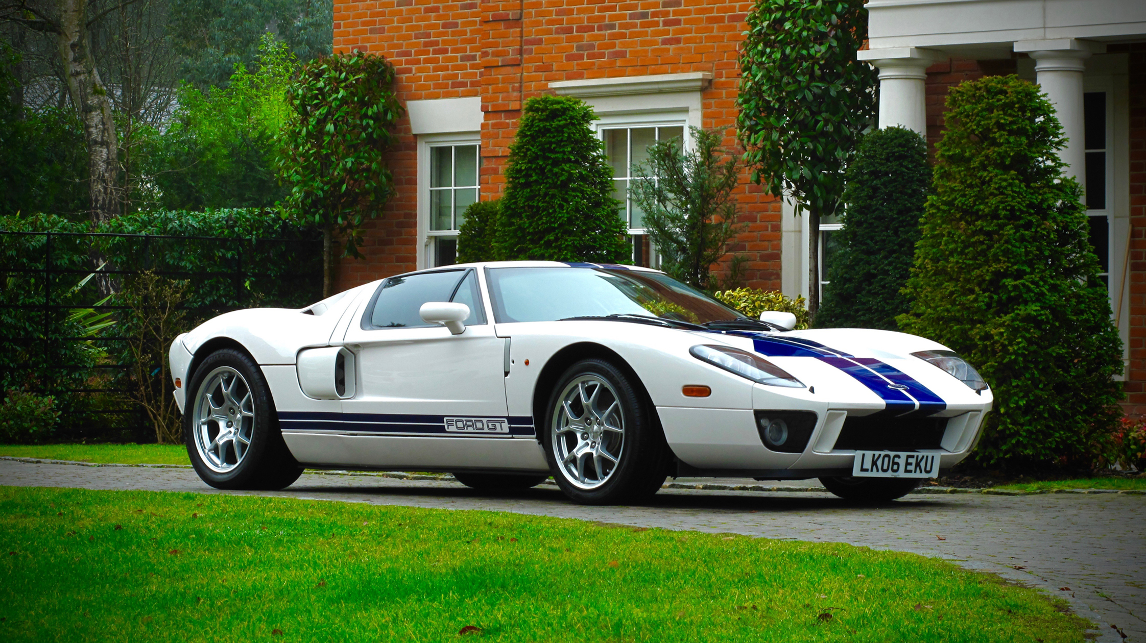 Jenson Button  Ford Gt Heading To Auction
