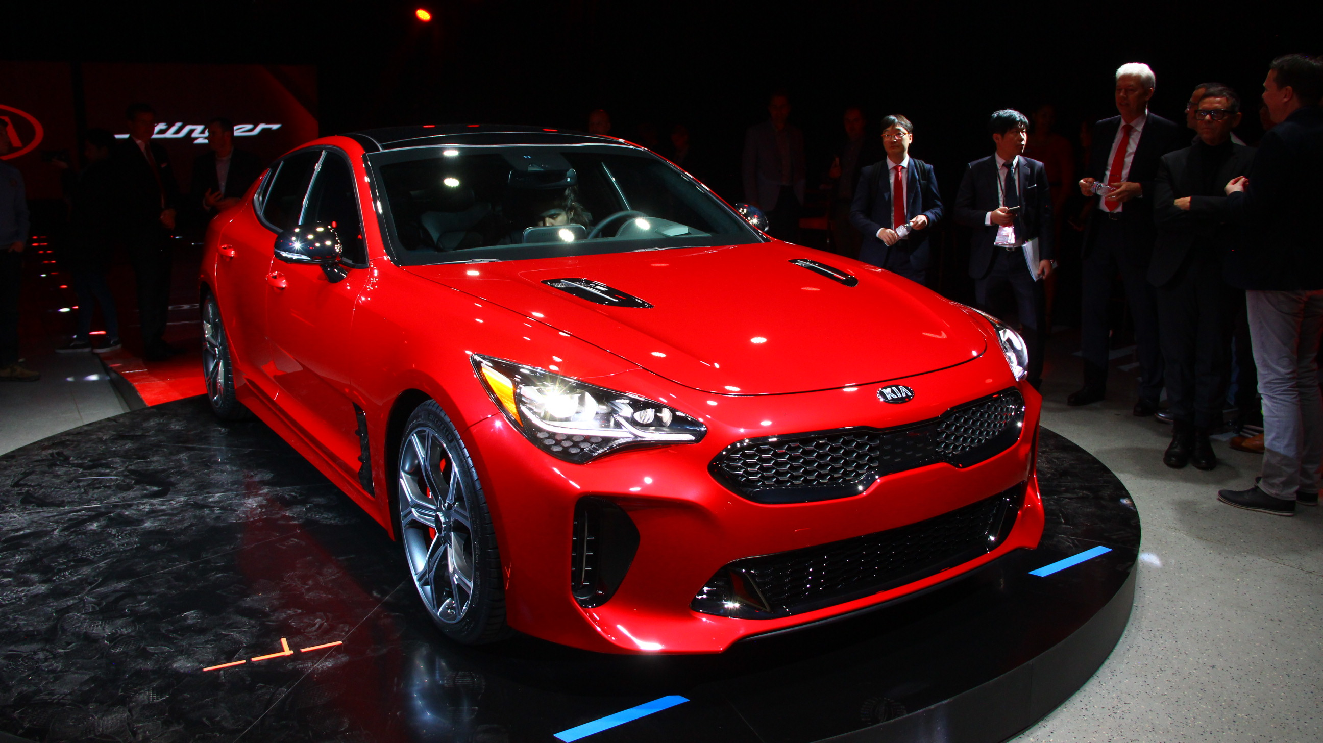 2018 Kia Stinger Debuts As Rwd Sports Sedan Shaped Middle