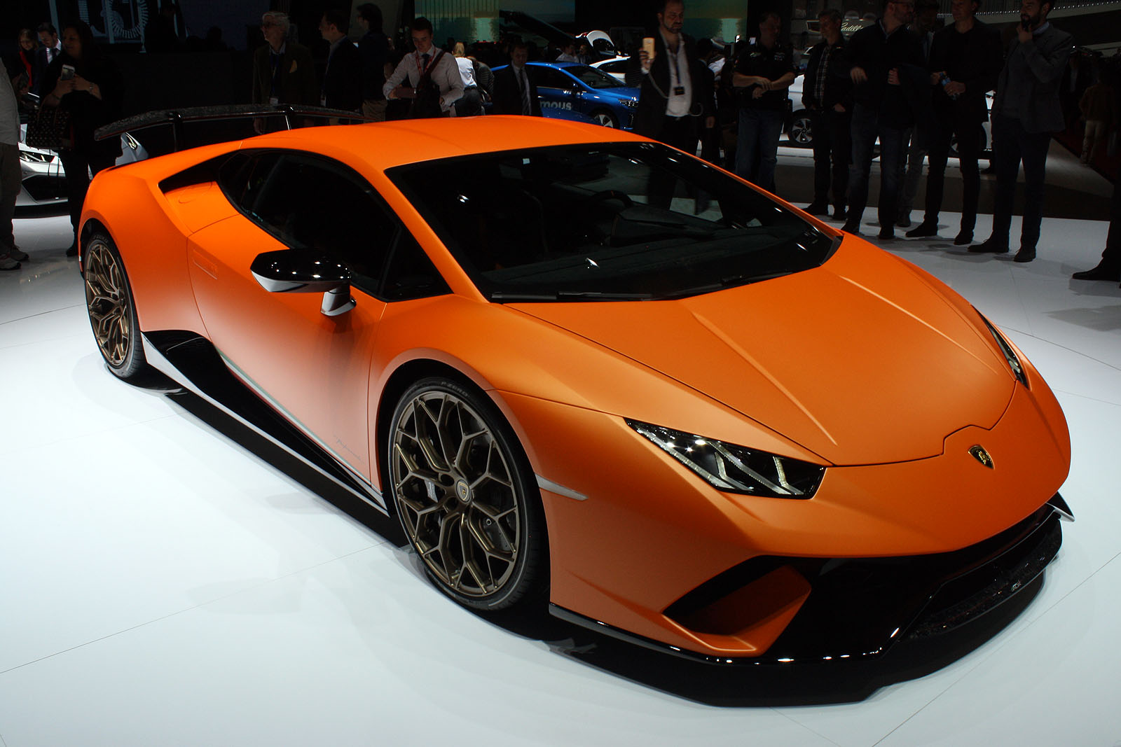 the record-setting lamborghini huracan performante costs $274k