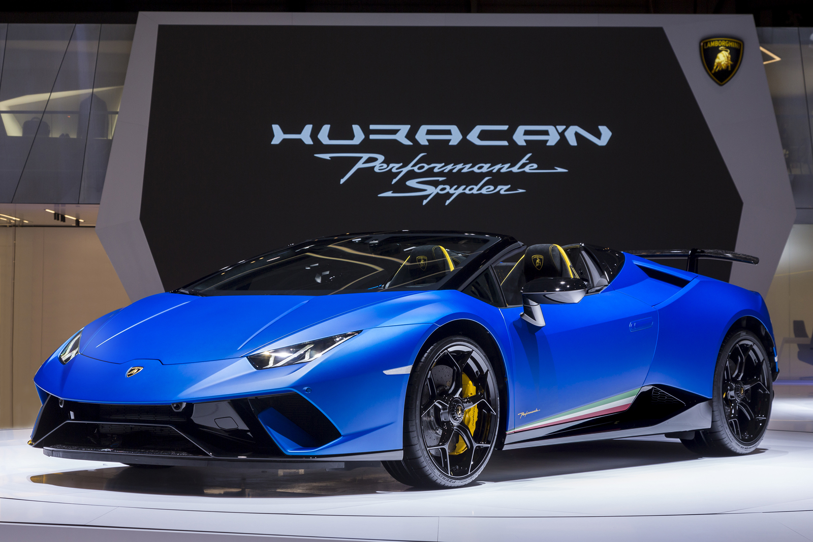 Lamborghini Huracan Performante Spyder Is One Aggressive Convertible