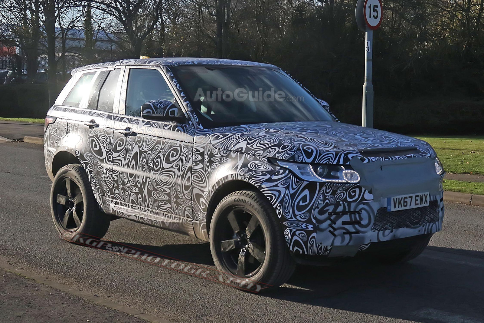 New Land Rover Discovery 2017 >> Here's the First Photographic Evidence a New Land Rover Defender is in the Works » AutoGuide.com ...
