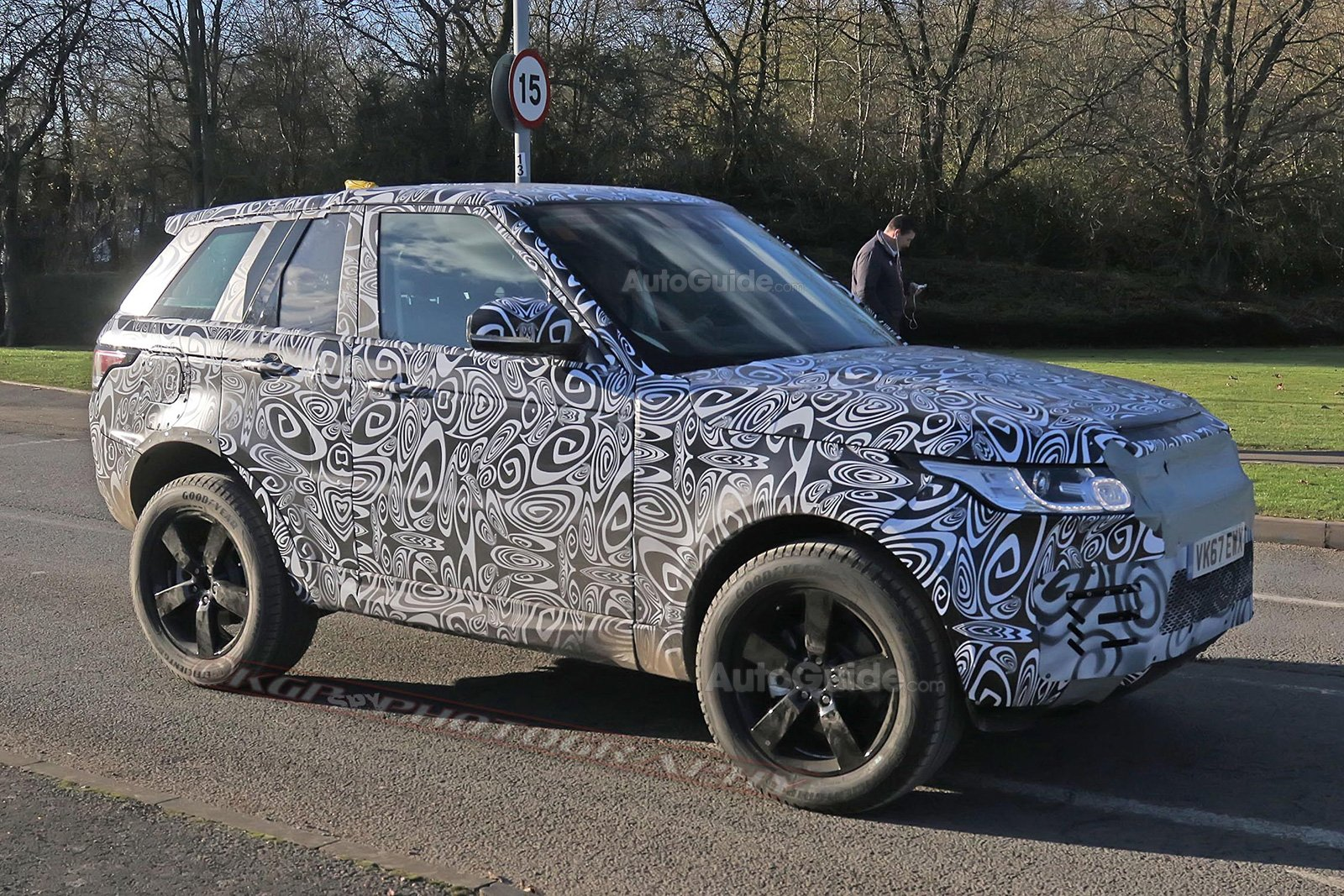 2019 land rover defender spy shots. land-rover-defender-mule-spy-photos-04 2019 land rover defender spy shots