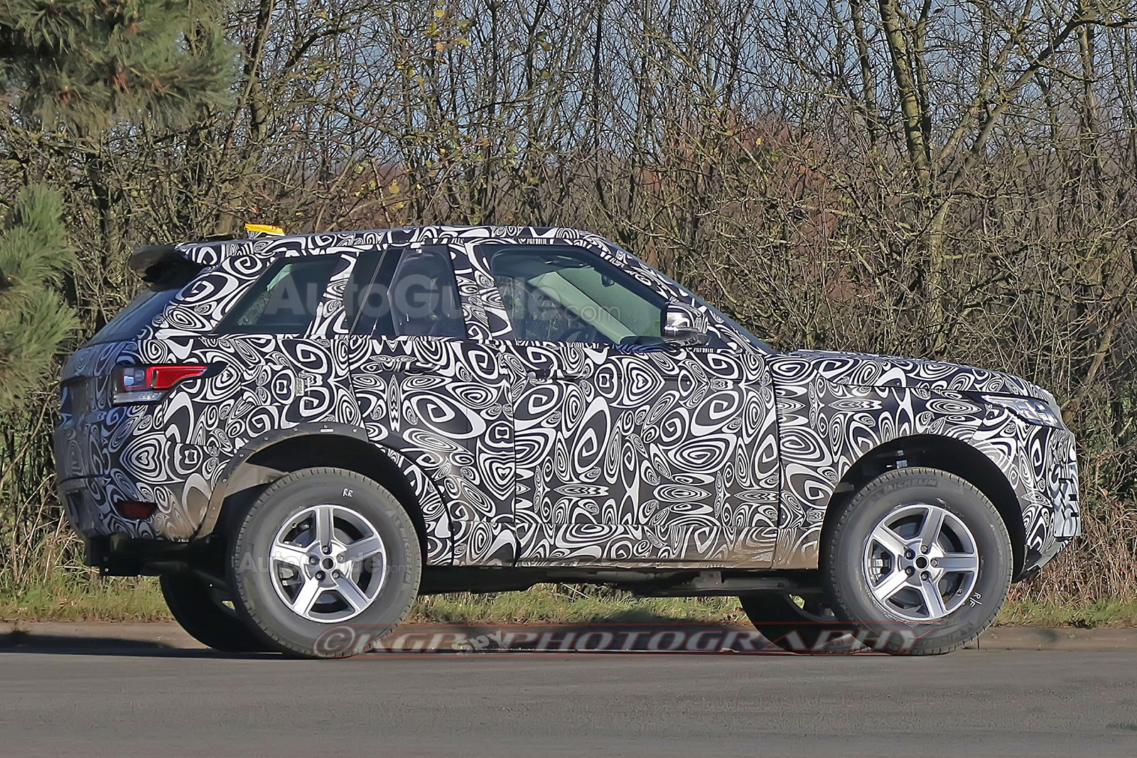 here's the first photographic evidence a new land rover defender is