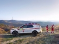 land-rover-discovery-red-cross-03