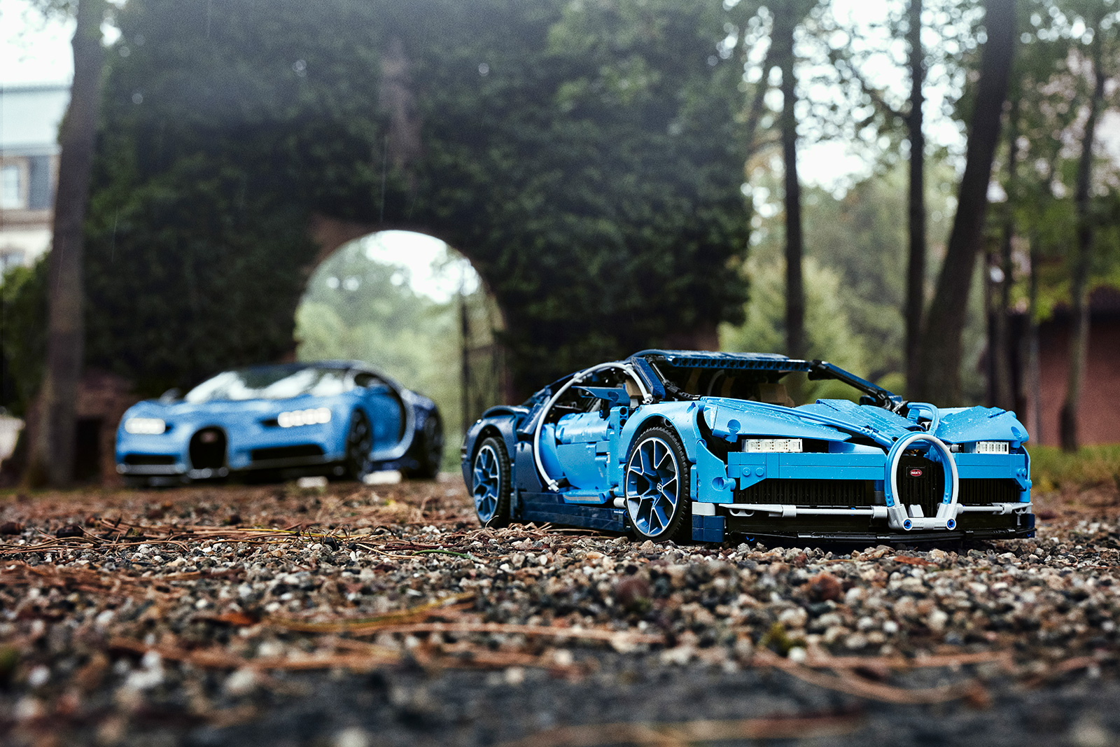 LEGO Bugatti Chiron has an Active Rear Wing and Moving ...