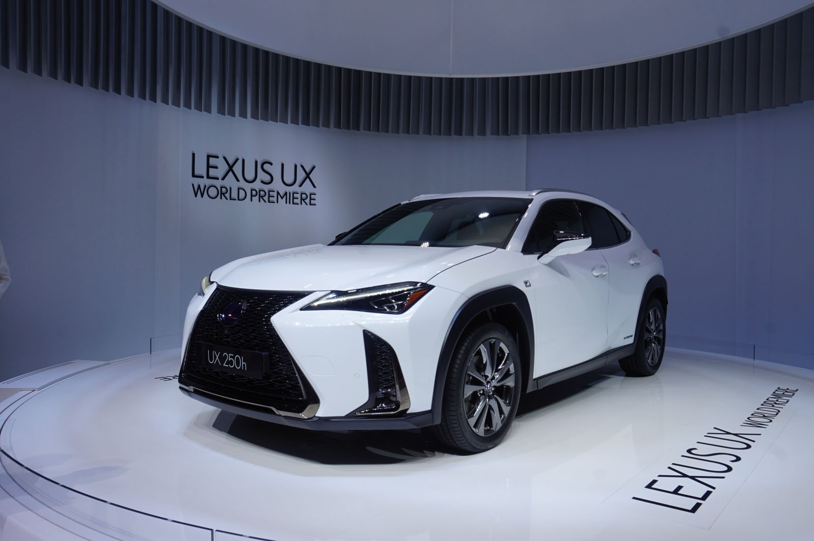Tiny Funky 2019 Lexus Ux Crossover Debuts 5 Things You
