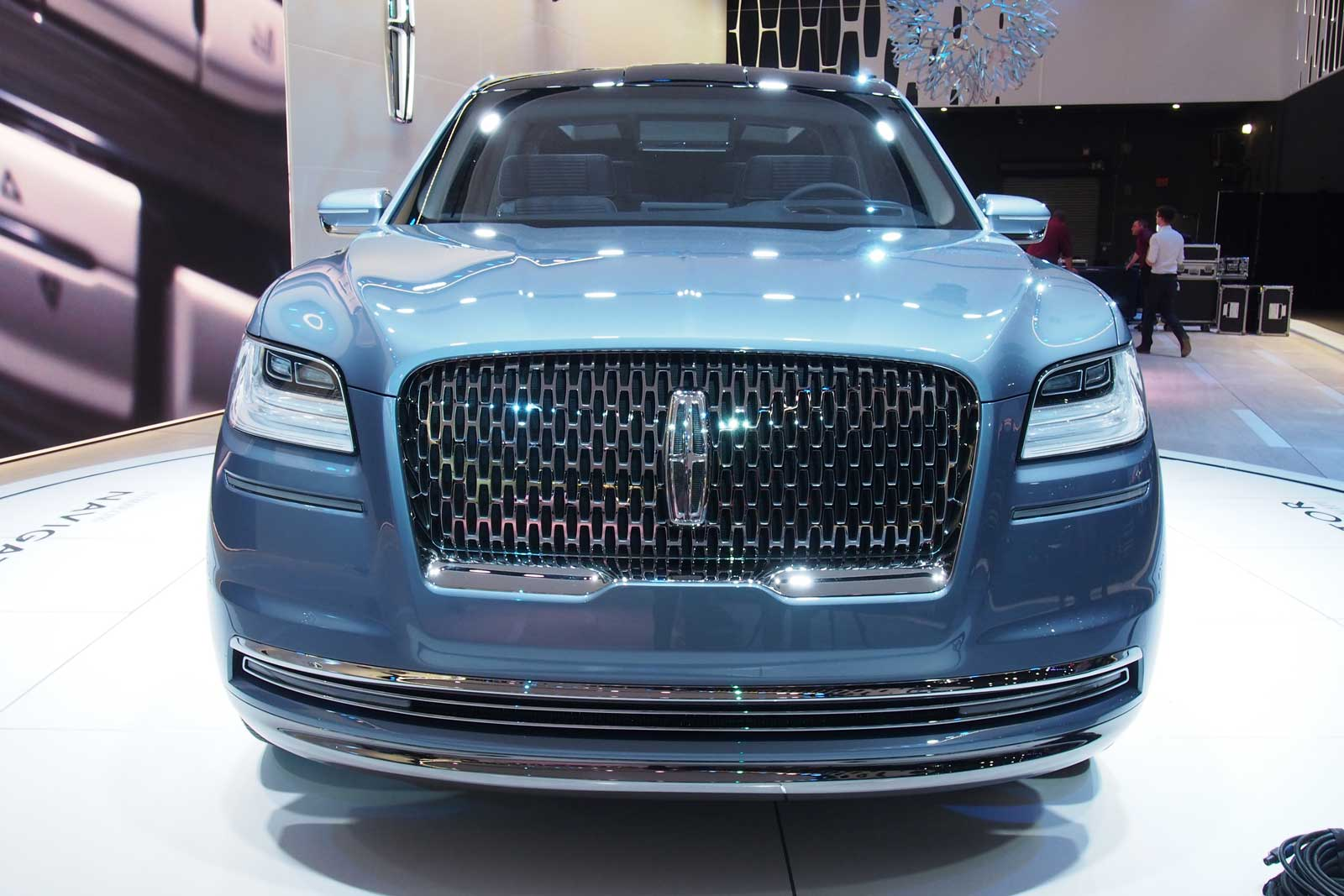 2018 Lincoln Navigator Concept An Outrageous Suv With Supercar Doors