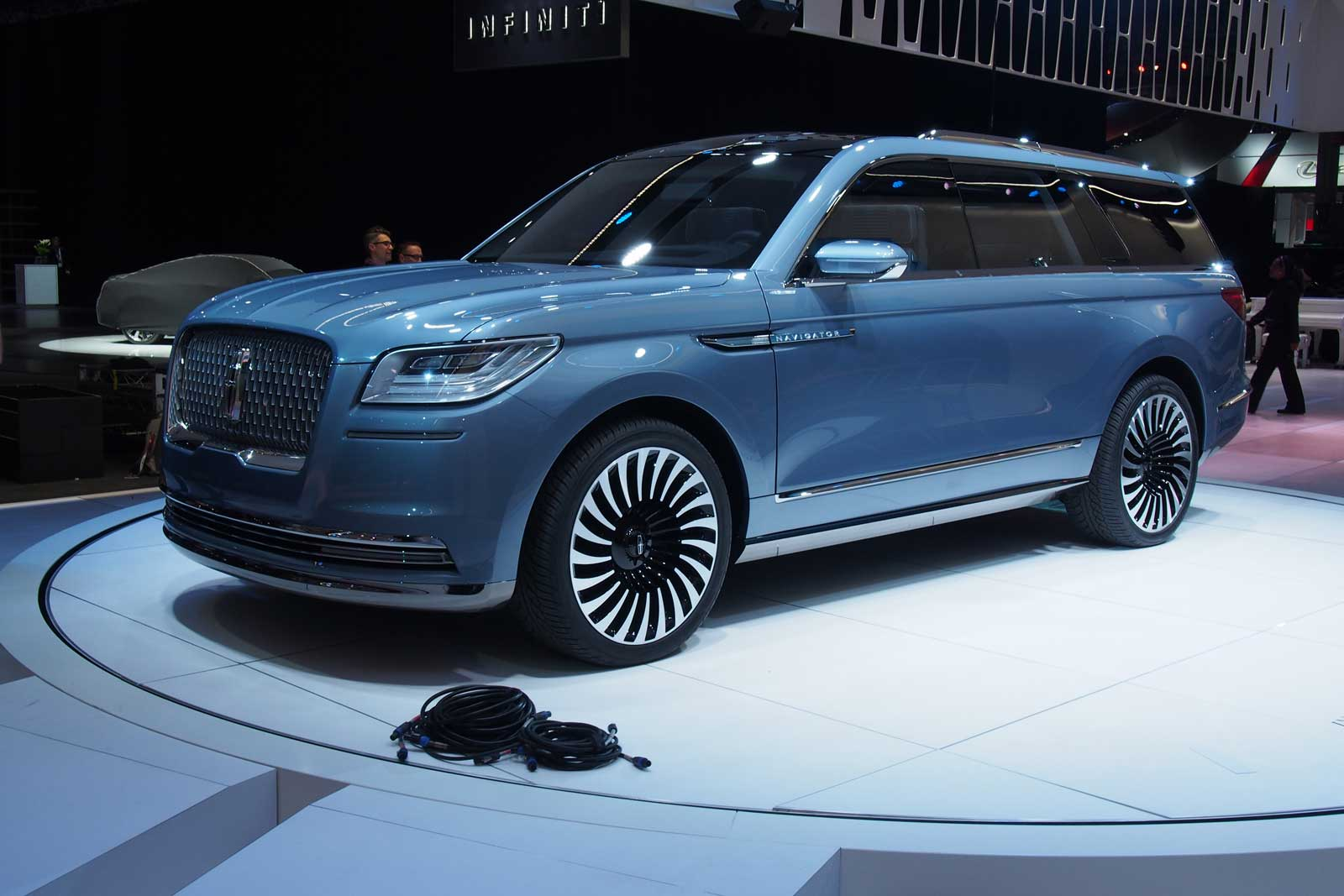 2018 Lincoln Navigator Concept An Outrageous Suv With Supercar Doors Sport Front 03