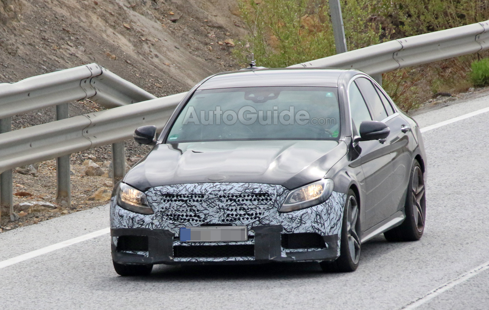 mercedes amg c63 spied sporting a facelift news. Black Bedroom Furniture Sets. Home Design Ideas