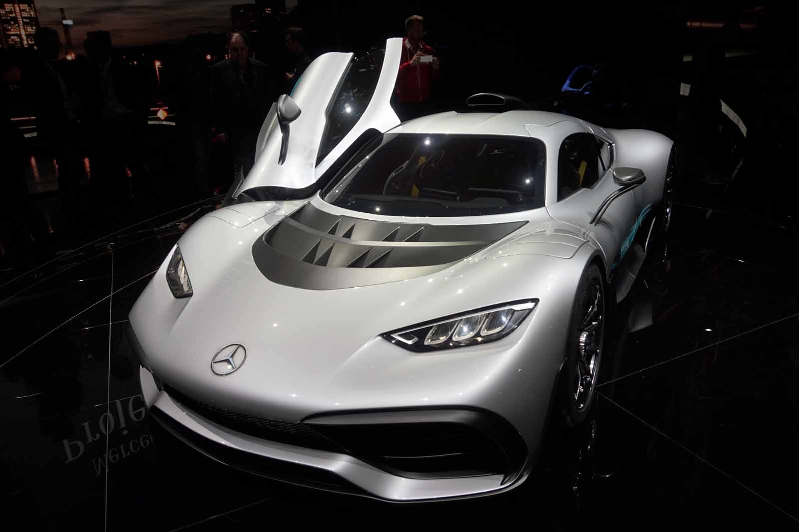 http://www.autoguide.com/blog/wp-content/gallery/mercedes-amg-project-one-live-and-official-photos/Mercedes-AMG-Project-One-24.jpg