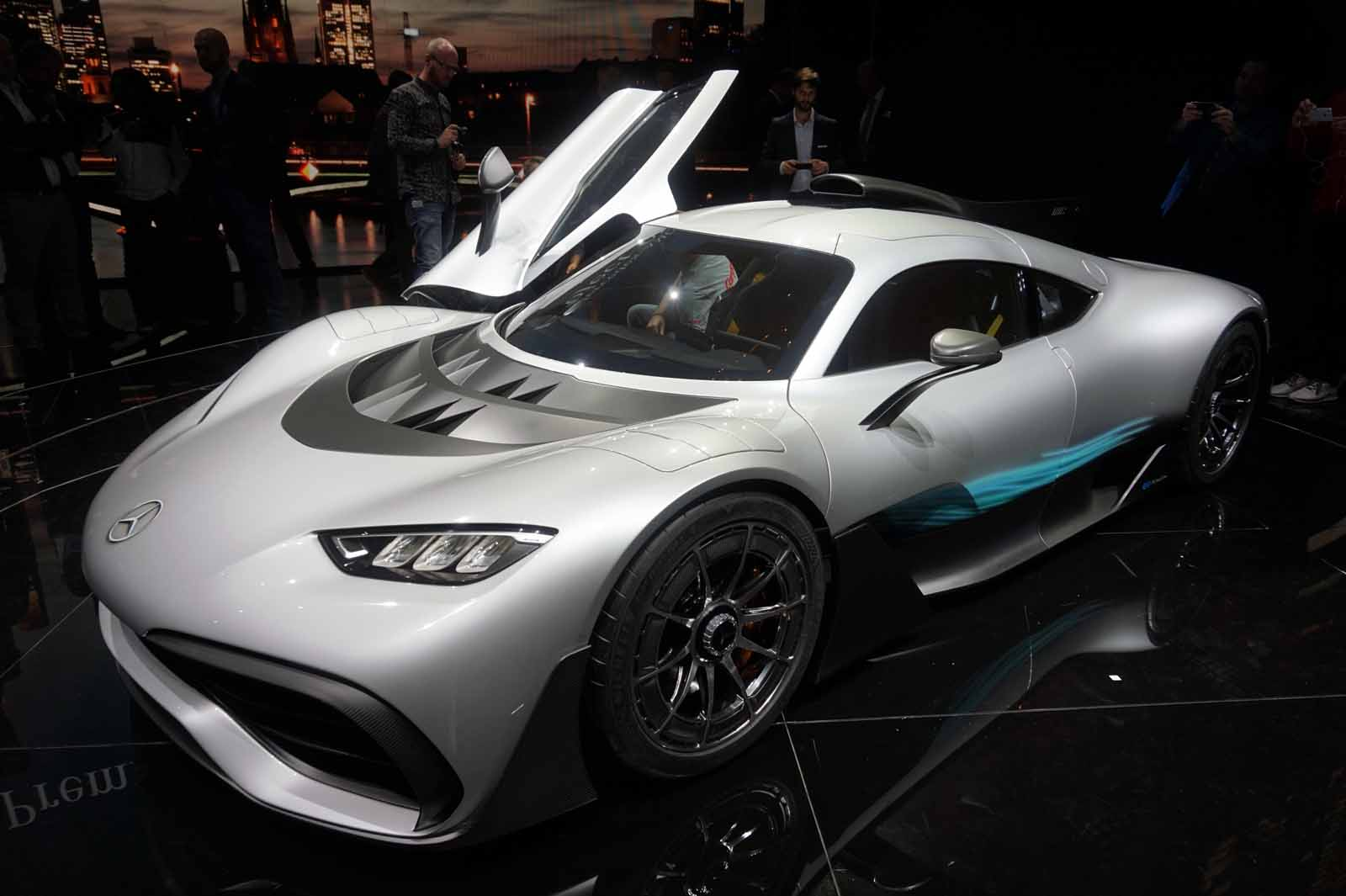 5 things you need to know about the mercedes amg project one hypercar news. Black Bedroom Furniture Sets. Home Design Ideas