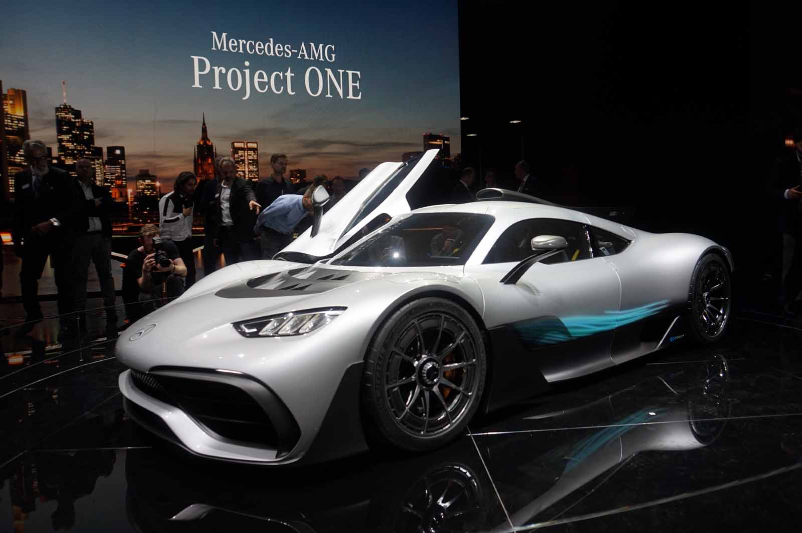 mercedes amg project one brings formula 1 tech to the road news. Black Bedroom Furniture Sets. Home Design Ideas