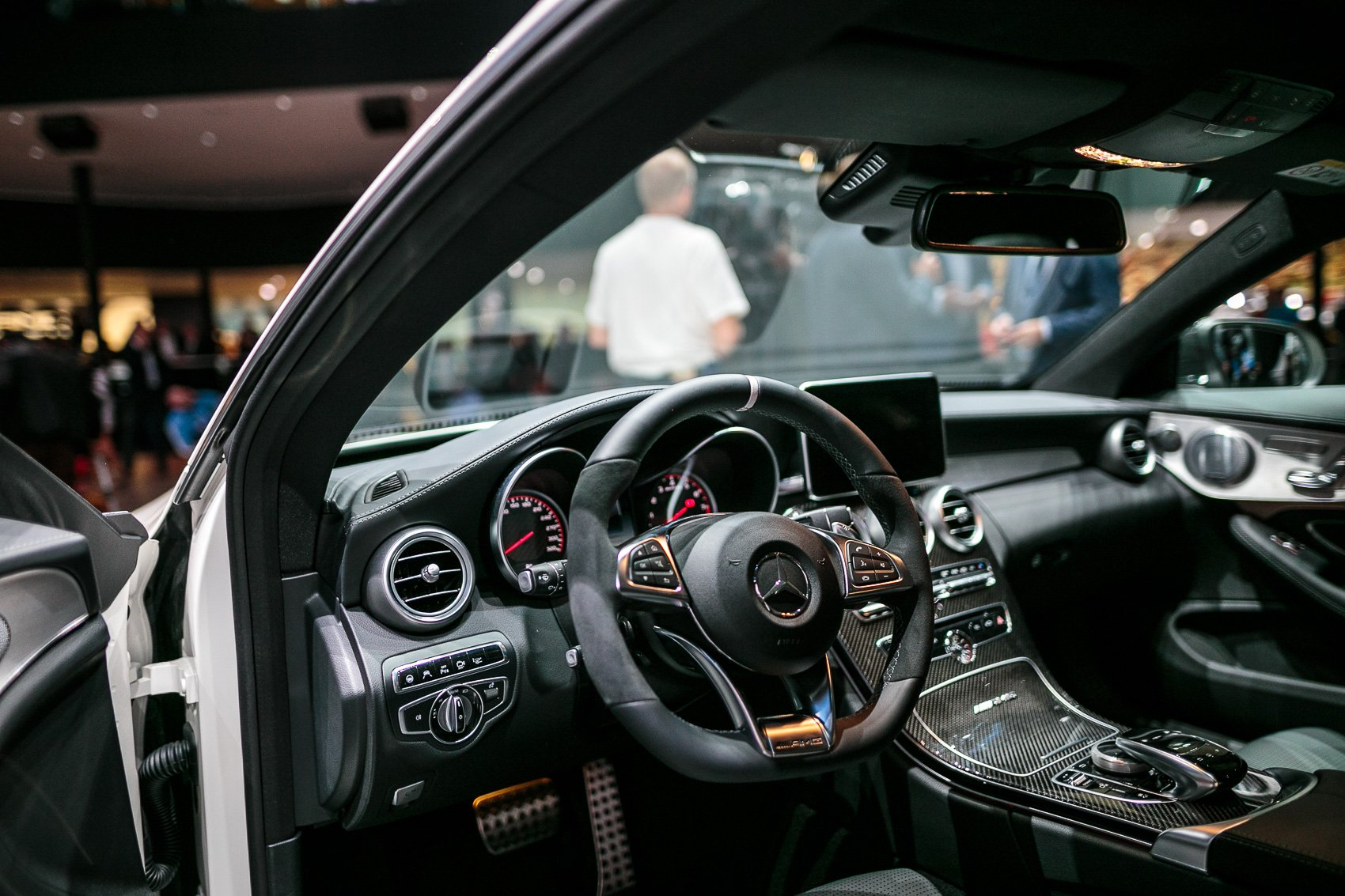 https://www.autoguide.com/blog/wp-content/gallery/mercedes-benz-c-class-coupe-september-16-2015/Mercedes-Benz-C-Class-Coupe-Interior-01.jpg