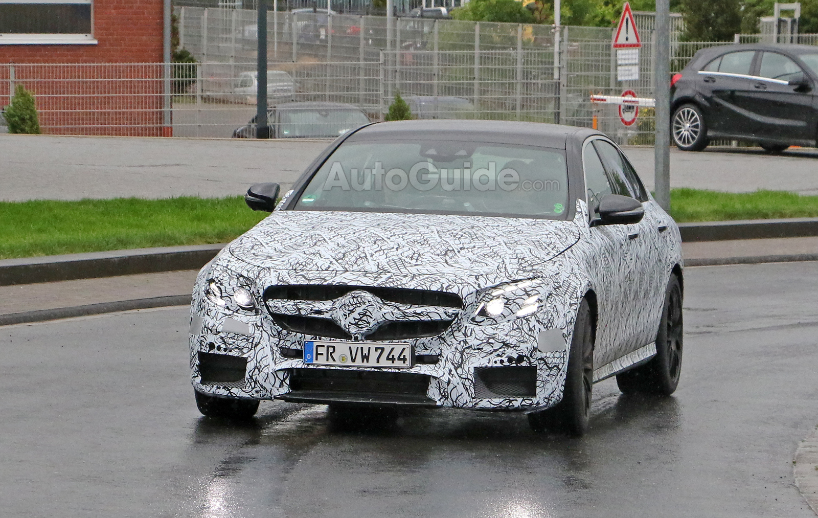 https://www.autoguide.com/blog/wp-content/gallery/mercedes-benz-e63-amg-spy-photos-june-22-2015/mercedes-benz-e63-amg-spy-photos-01.jpg