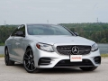 Mercedes-Benz E43 vs BMW M550i-12