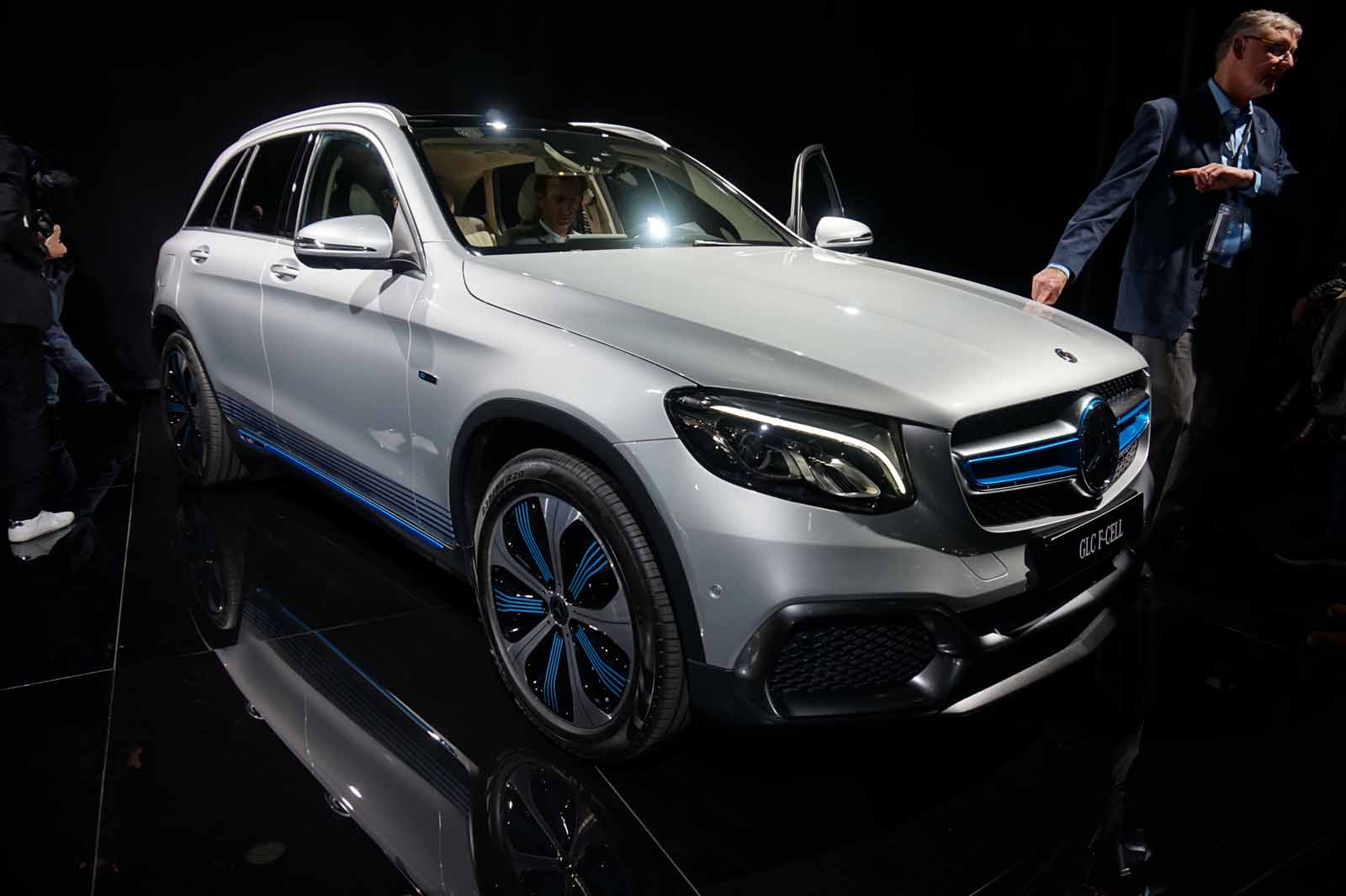 mercedes glc f cell combines plug in power with fuel cell tech news. Black Bedroom Furniture Sets. Home Design Ideas