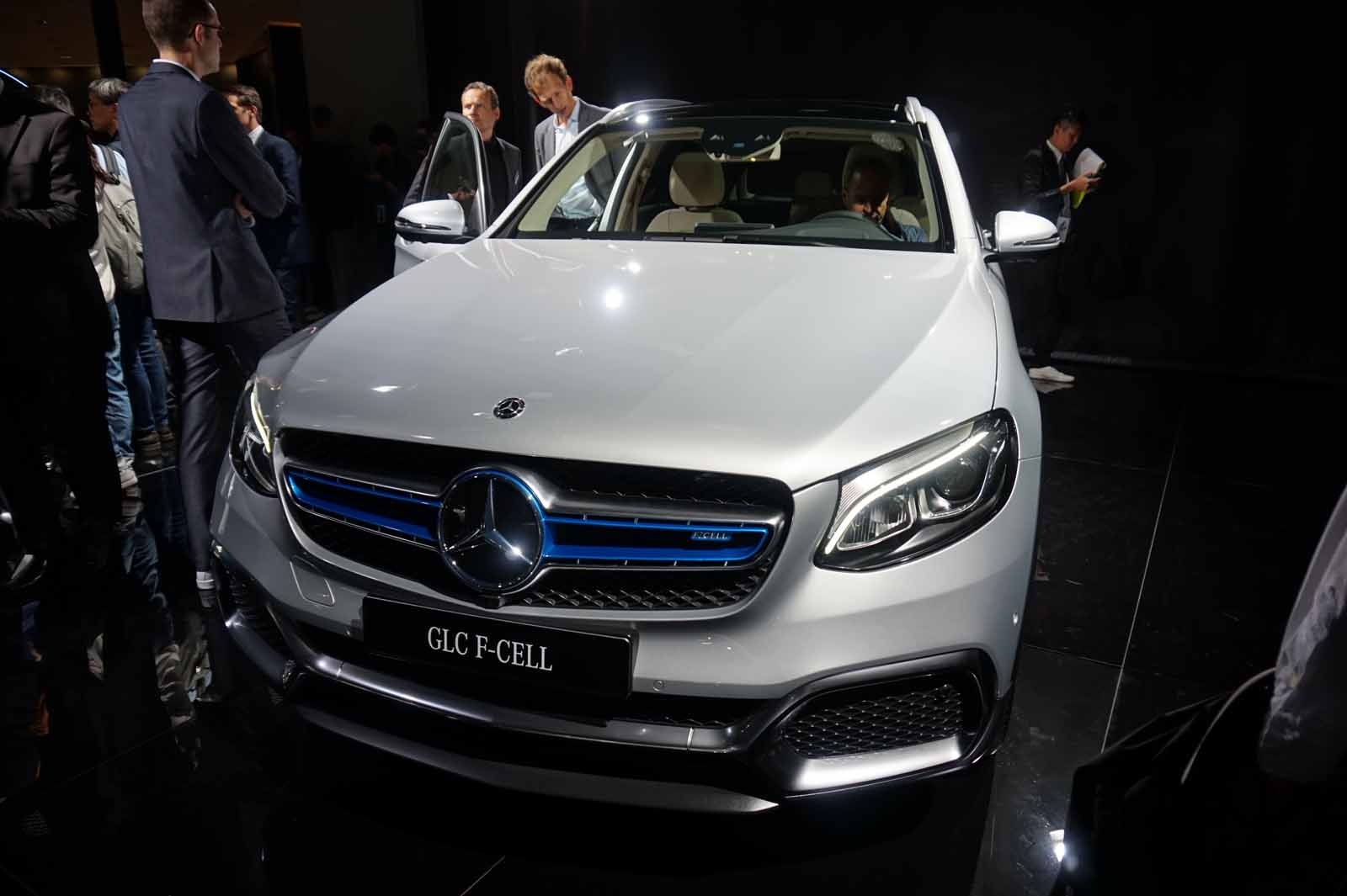 http://www.autoguide.com/blog/wp-content/gallery/mercedes-glc-f-cell/Mercedes-Benz-GLC-F-Cell-Live-Photos-16.jpg