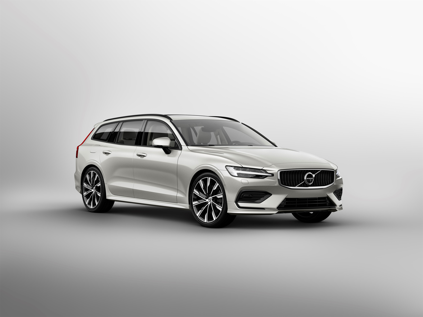 new volvo v60 arrives with stellar looks available phev powertrains news. Black Bedroom Furniture Sets. Home Design Ideas