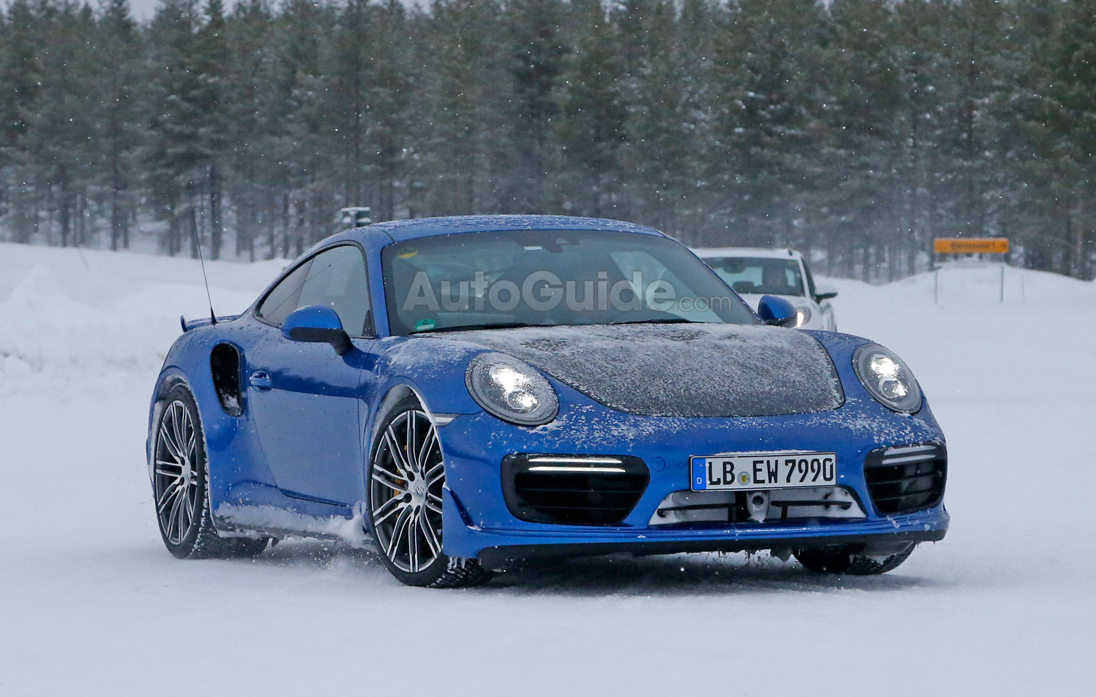 porsche 911 gt2 rs mule spied testing in the snow news. Black Bedroom Furniture Sets. Home Design Ideas