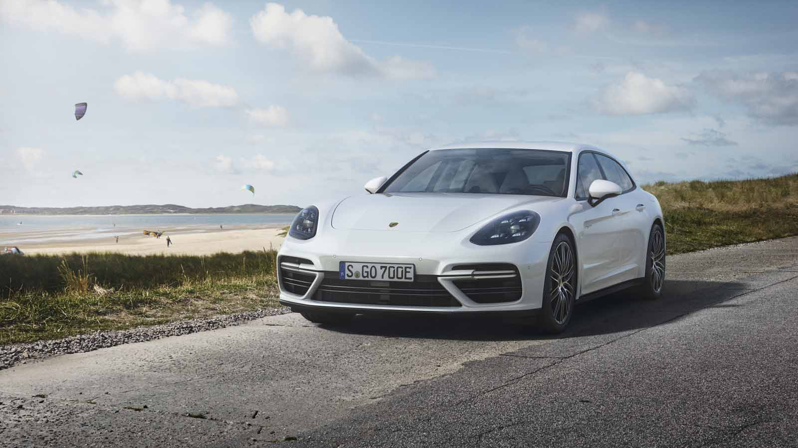 porsche panamera turbo s e hybrid is now available as a wagon news. Black Bedroom Furniture Sets. Home Design Ideas