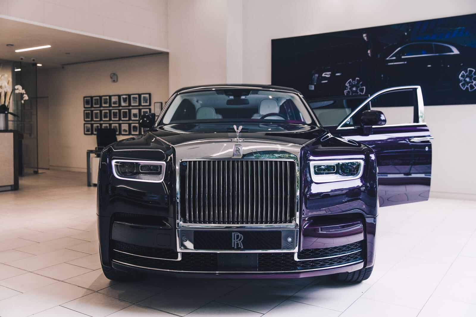 this 2018 rolls royce phantom is purple on purple. Black Bedroom Furniture Sets. Home Design Ideas