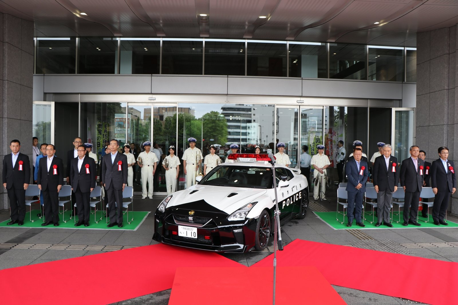 Japan Just Put An R35 Nissan Gtr Police Car Into Service Autoguide
