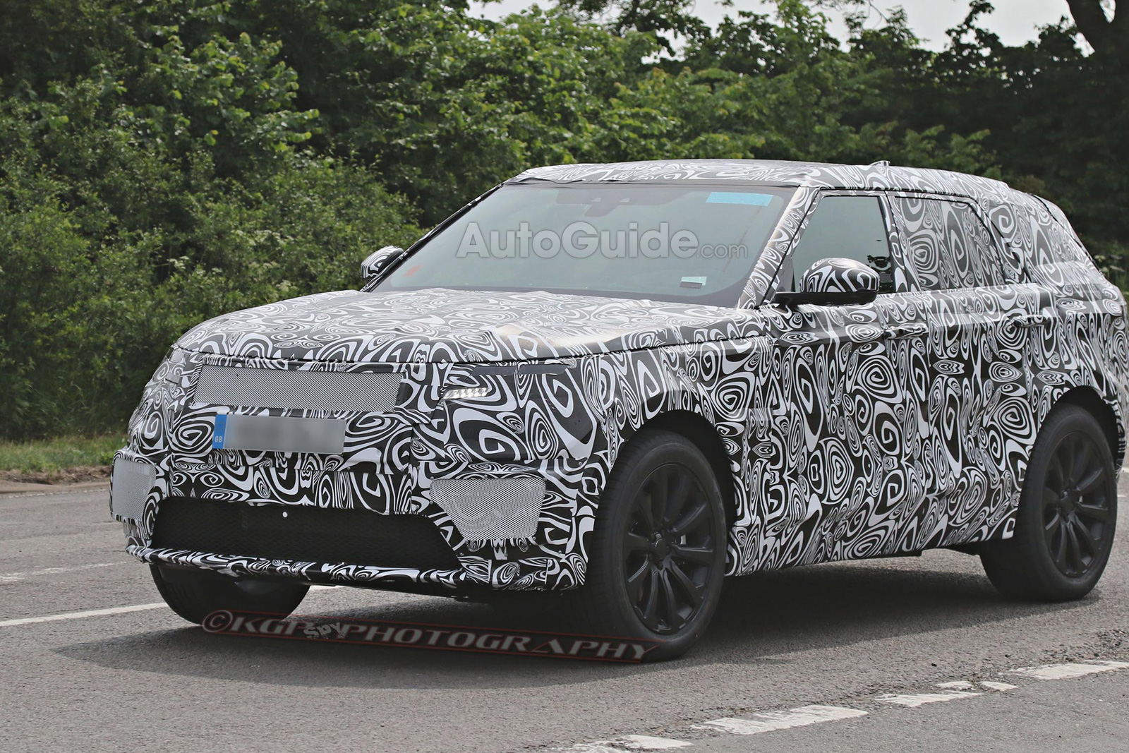 Range Rover Sport Coupe Spotted in Spy Shots  AutoGuidecom News