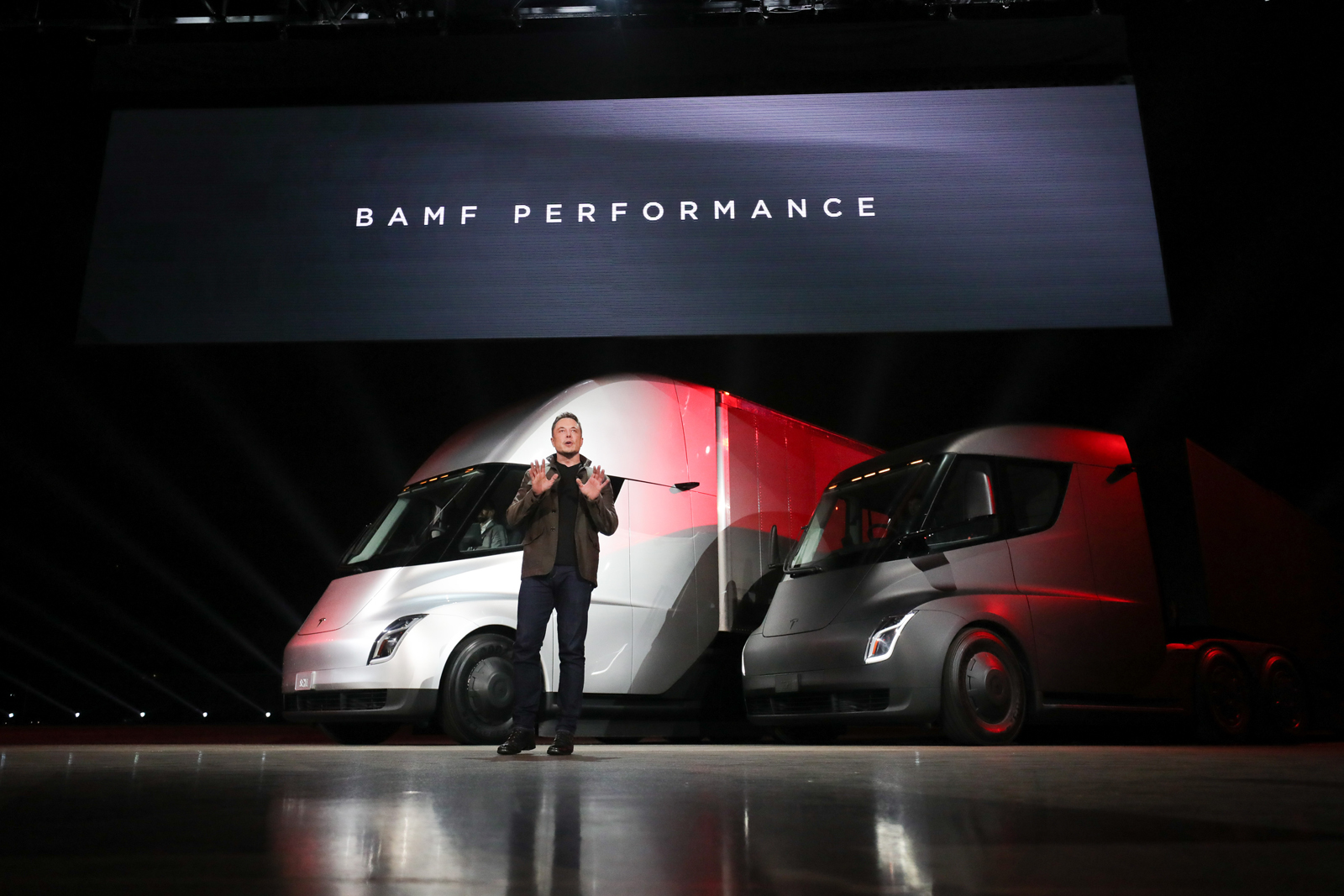 Tesla Semi Debuts With 500 Miles Of Range 80 000 Lb Towing Capacity