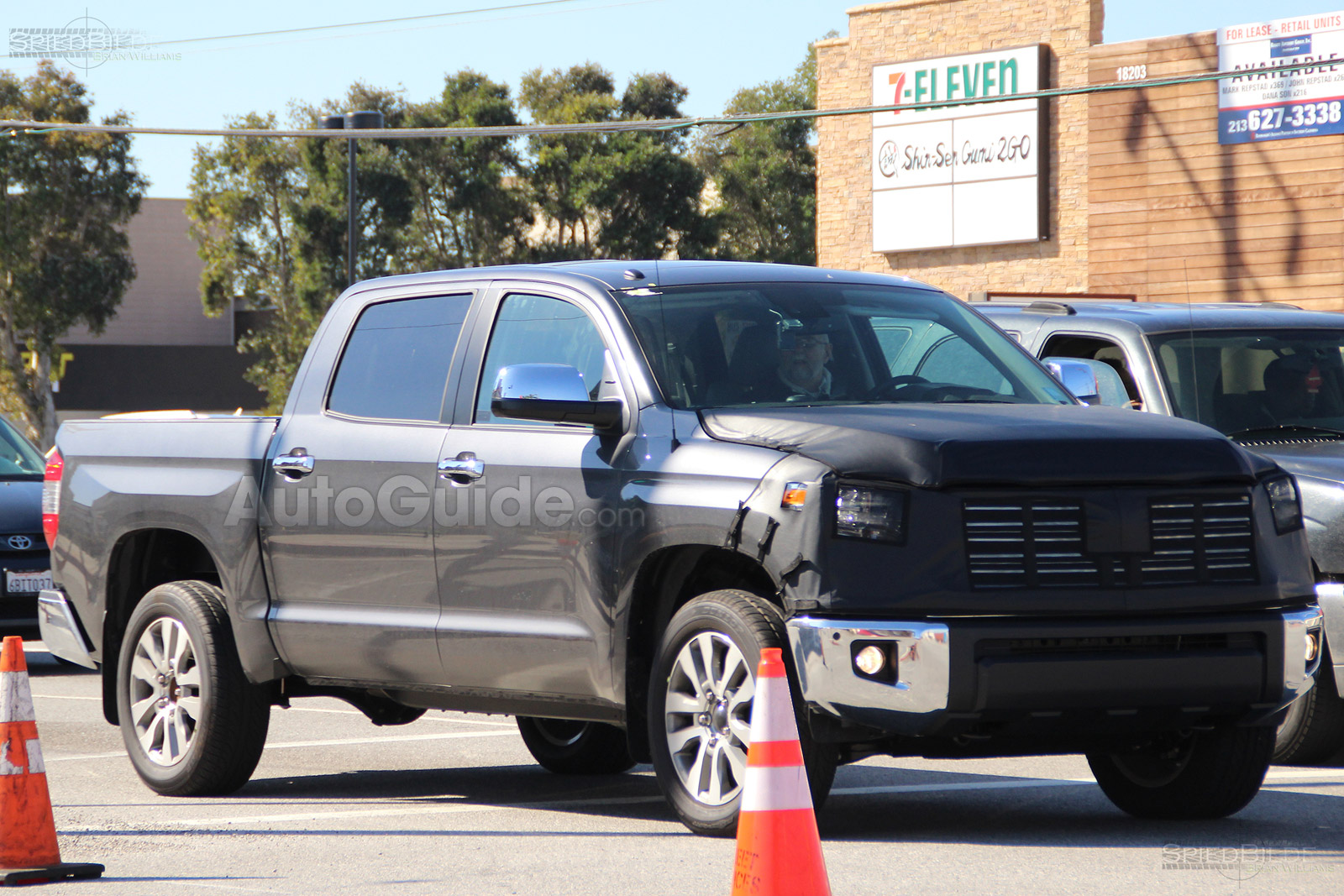 Toyota tundra facelift spy photos 01